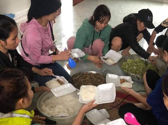 Hội LHPN tỉnh Quảng Bình khẩn trương hỗ trợ khắc phục hậu quả sau lũ - Ảnh 1.