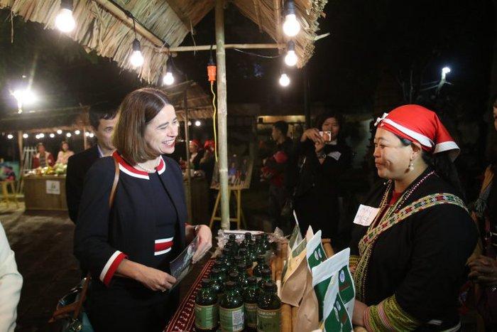 Nữ giám đốc biến cây thuốc bản địa truyền thống thành cơ hội kinh doanh - Ảnh 2.