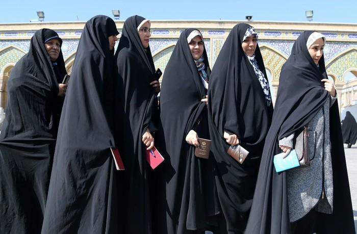Iran mở đường cho phụ nữ tranh cử tổng thống - Ảnh 1.