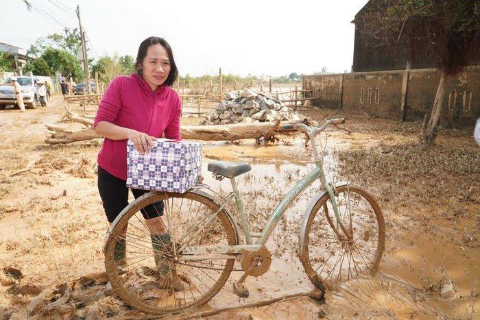 Thủ tướng vào  Quảng Bình thăm hỏi, động viên người dân vùng lũ - Ảnh 2.