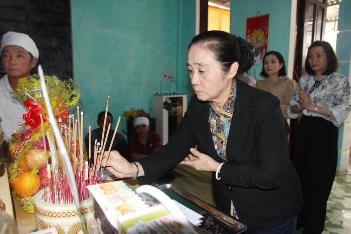 Phó chủ tịch Hội LHPN Việt Nam thăm hỏi các gia đình liệt sỹ hy sinh trong khi làm nhiệm vụ - Ảnh 3.