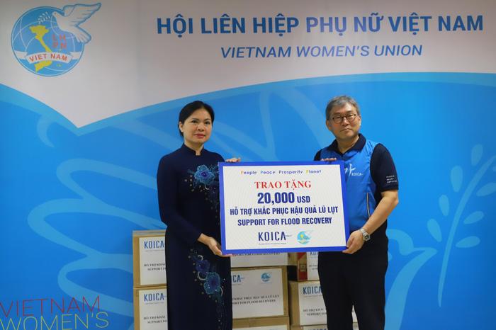 Hội LHPN Việt Nam tiếp nhận 20.000 USD hỗ trợ khắc phục hậu quả lũ lụt từ Văn phòng KOICA Việt Nam - Ảnh 2.