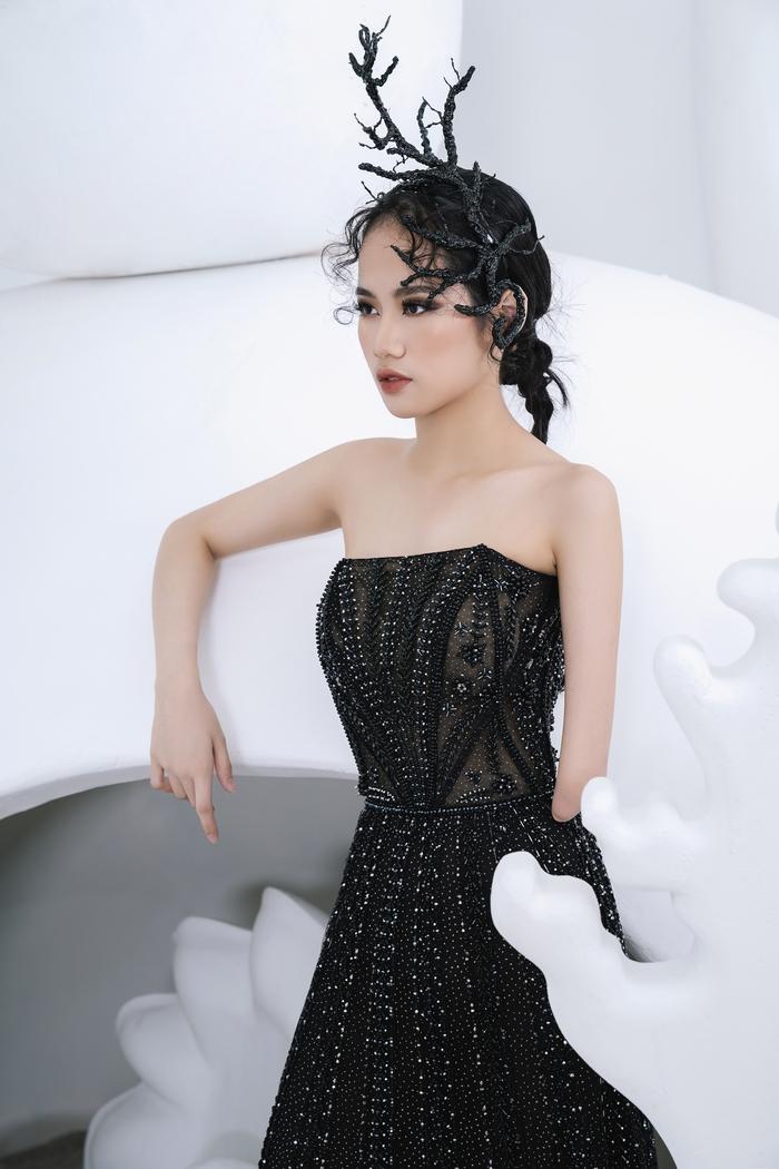 Người mẫu khuyết tay Hà Phương tự tin khoe dáng với đầm dạ hội - Ảnh 1.