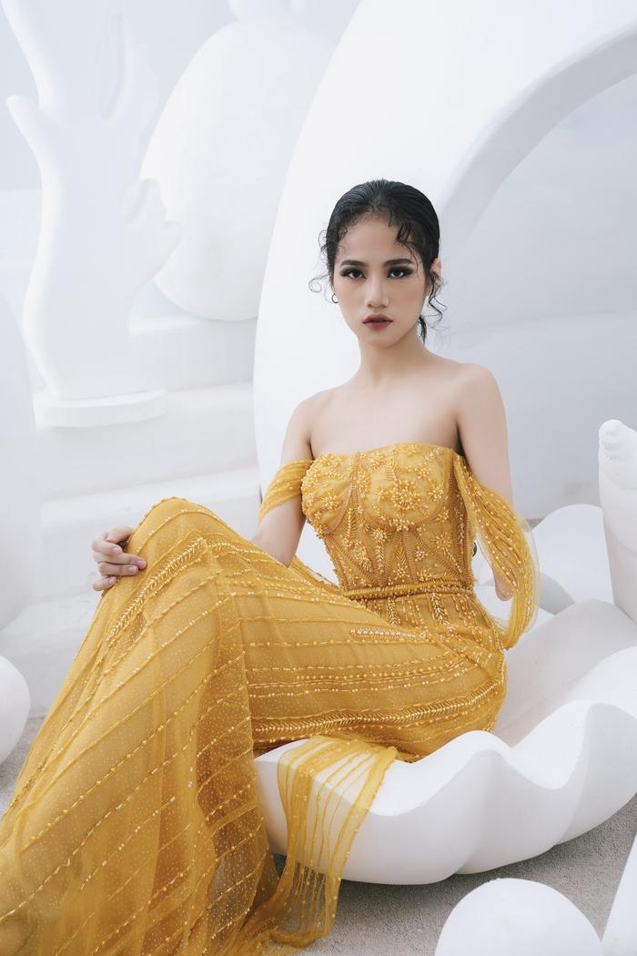 Người mẫu khuyết tay Hà Phương tự tin khoe dáng với đầm dạ hội - Ảnh 2.