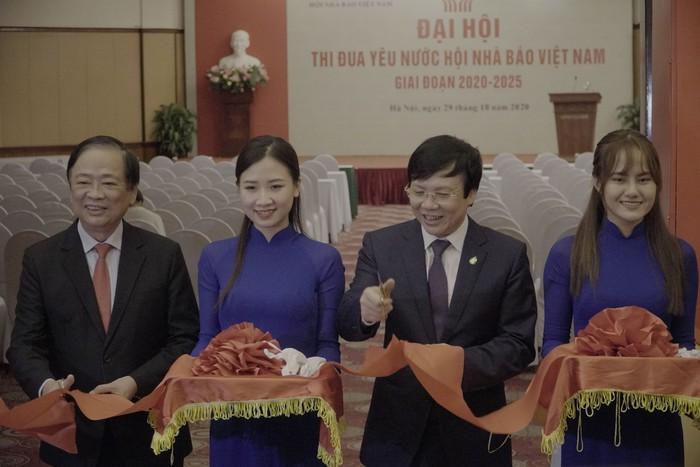 Hội Nhà báo Việt Nam khai mạc trưng bày hàng nghìn ấn phẩm báo chí tiêu biểu và triển lãm ảnh - Ảnh 3.