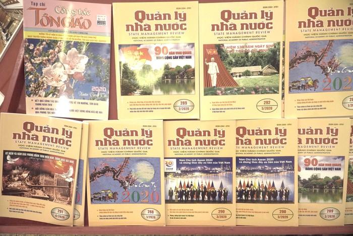 Hội Nhà báo Việt Nam khai mạc trưng bày hàng nghìn ấn phẩm báo chí tiêu biểu và triển lãm ảnh - Ảnh 5.