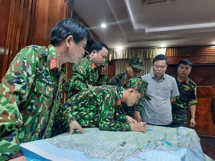 Phó Thủ tướng Trịnh Đình Dũng họp khẩn về vụ 53 người mất tích do sạt lở núi tại Trà Leng, Quảng Nam  - Ảnh 1.