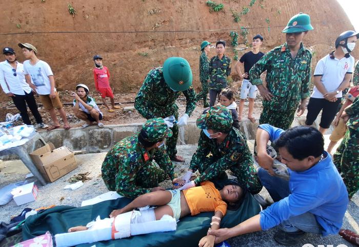 Sạt lở đất ở Quảng Nam: 'Sự việc quá đau lòng, mất mát lớn' - Ảnh 1.