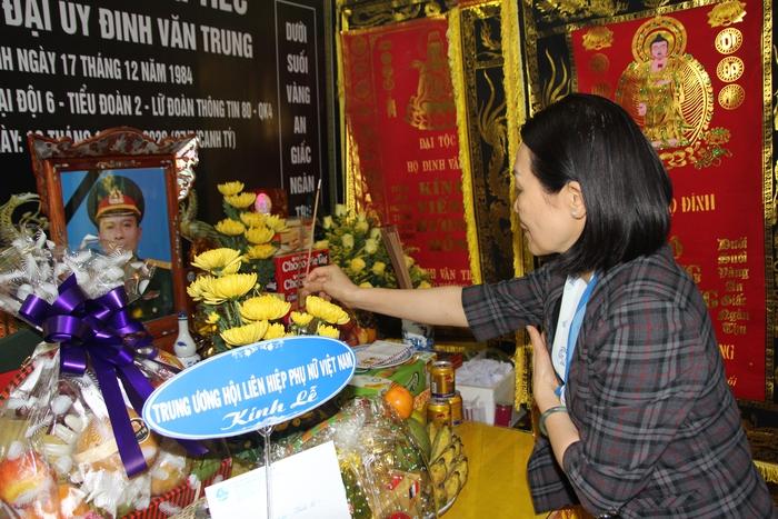 Lãnh đạo Hội LHPN Việt Nam thăm hỏi thân nhân liệt sĩ ở Nghệ An hy sinh khi tham gia cứu nạn - Ảnh 1.