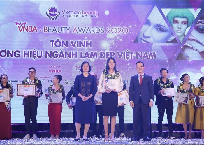 Trao giải và tôn vinh các điển hình xuất sắc trong ngành làm đẹp Việt Nam - Ảnh 2.