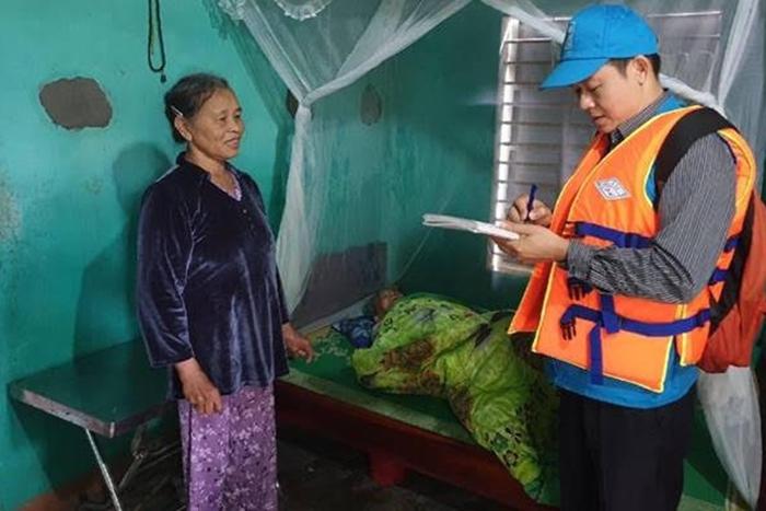 UNFPA hỗ trợ 540.000 USD cho phụ nữ và trẻ em gái bị ảnh hưởng bởi bão lụt miền Trung - Ảnh 1.