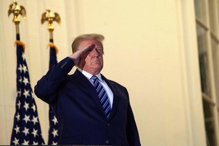 Tổng thống Trump làm việc ở tầng hầm của Nhà Trắng - Ảnh 1.