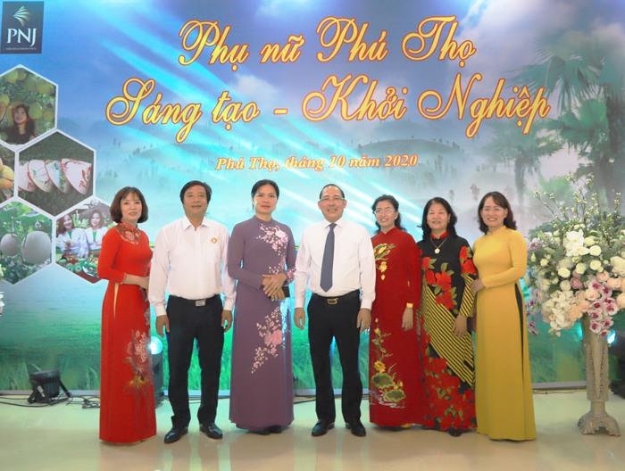 Chủ tịch Hội LHPN Việt Nam tham quan gian hàng trưng bày, phụ nữ khởi nghiệp tại Phú Thọ - Ảnh 1.