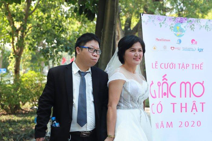 """Cặp vợ chồng khuyết tật vượt nghìn cây số để tham gia buổi chụp ảnh """"Giấc mơ có thật"""" - Ảnh 3."""