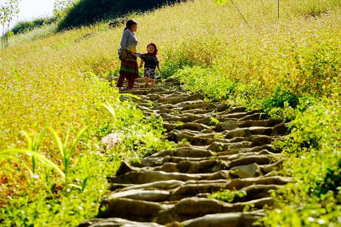 """Những đứa trẻ """"mộc mạc"""" trên Công viên địa chất toàn cầu – Cao nguyên đá Đồng Văn - Ảnh 13."""