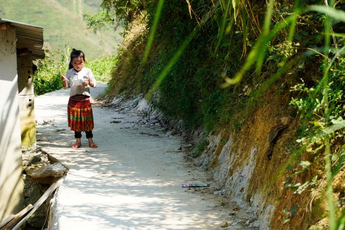 """Những đứa trẻ """"mộc mạc"""" trên Công viên địa chất toàn cầu – Cao nguyên đá Đồng Văn - Ảnh 16."""