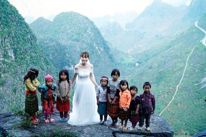"""Những đứa trẻ """"mộc mạc"""" trên Công viên địa chất toàn cầu – Cao nguyên đá Đồng Văn - Ảnh 1."""