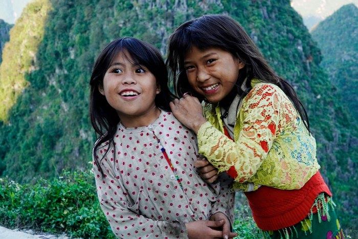 """Những đứa trẻ """"mộc mạc"""" trên Công viên địa chất toàn cầu – Cao nguyên đá Đồng Văn - Ảnh 2."""