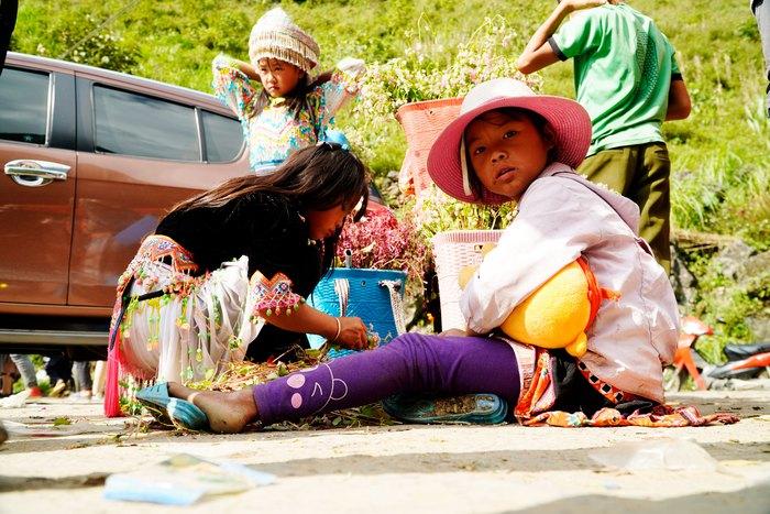 """Những đứa trẻ """"mộc mạc"""" trên Công viên địa chất toàn cầu – Cao nguyên đá Đồng Văn - Ảnh 8."""