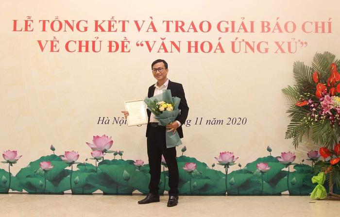 Phóng viên Trần Hiếu của báo Phụ nữ Việt Nam được trao giải Khuyến khích thể loại báo điện tử