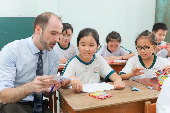 Trẻ em Vĩnh Long được tặng hơn 3.000 đầu sách  - Ảnh 2.