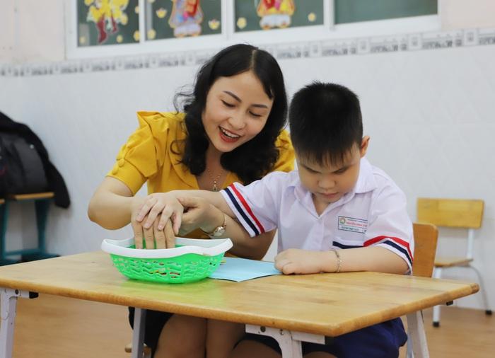 """Ngày 20/11: Cô giáo của những học sinh """"không chịu lớn"""" - Ảnh 1."""