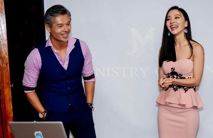 Diễn viên Lâm Vissay và MC Quỳnh Hoa trong buổi ra mắt nền tảng hẹn hò TigerDate
