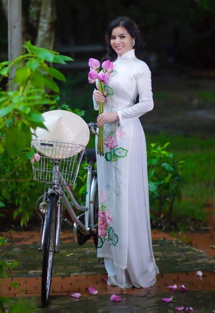 Hoa hậu Kim Hồng nhớ kỷ niệm làm cô giáo âm nhạc hơn 30 năm trước  - Ảnh 1.