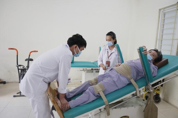 Người già và bệnh làm suy giảm chức năng cơ thể do tai biến - Ảnh 3.