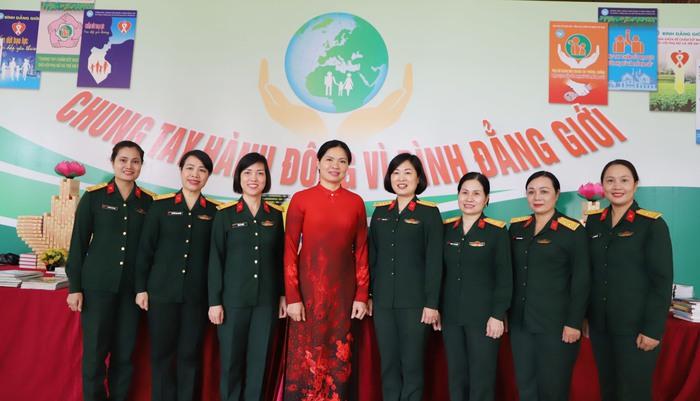 Tổng kết công tác vì sự tiến bộ của phụ nữ và bình đẳng giới trong quân đội - Ảnh 2.