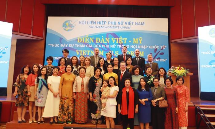 Phụ nữ góp phần đưa quan hệ Việt - Mỹ gần nhau hơn - Ảnh 2.