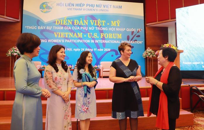 Phụ nữ góp phần đưa quan hệ Việt - Mỹ gần nhau hơn - Ảnh 4.