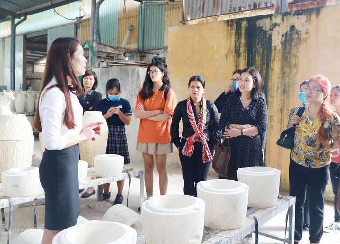 Tìm hiểu bản sắc văn hóa Việt qua gốm Chu Đậu  - Ảnh 2.