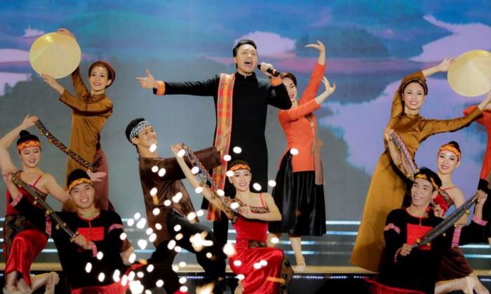 Khai mạc Lễ hội văn hóa thổ cẩm Việt Nam lần thứ 2 - Ảnh 1.