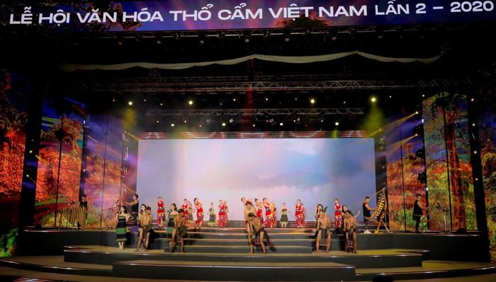 Khai mạc Lễ hội văn hóa thổ cẩm Việt Nam lần thứ 2 - Ảnh 2.