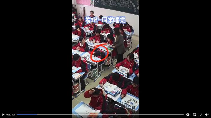 Cách xử lý gây bất ngờ của giáo viên khi học sinh ngủ gật - Ảnh 1.