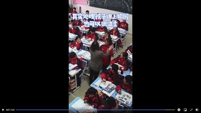 Cách xử lý gây bất ngờ của giáo viên khi học sinh ngủ gật - Ảnh 4.