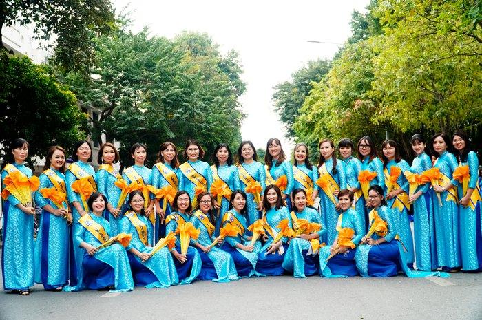 Hơn 500 phụ nữ Thủ đô đồng diễn áo dài trên Phố đi bộ Hồ Gươm - Ảnh 18.