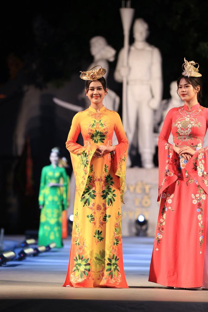 """Dấu ấn """"12 mùa hoa Hà Nội"""" trong Ngày hội Văn hóa ASEAN  - Ảnh 2."""
