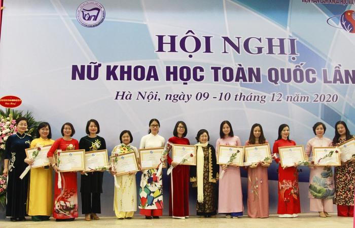 56 Nhà khoa học nữ xuất sắc được Chủ tịch Hội LHPN Việt Nam tặng bằng khen - Ảnh 3.