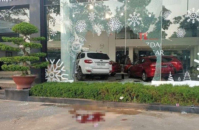 Nữ tài xế lao xe vào Showroom ô tô, 1 người thiệt mạng - Ảnh 3.