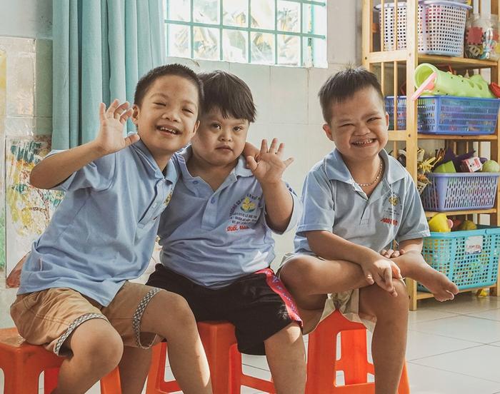 Khả Ngân, Quốc Anh mang niềm vui đến lớp học của những em nhỏ đặc biệt  - Ảnh 6.