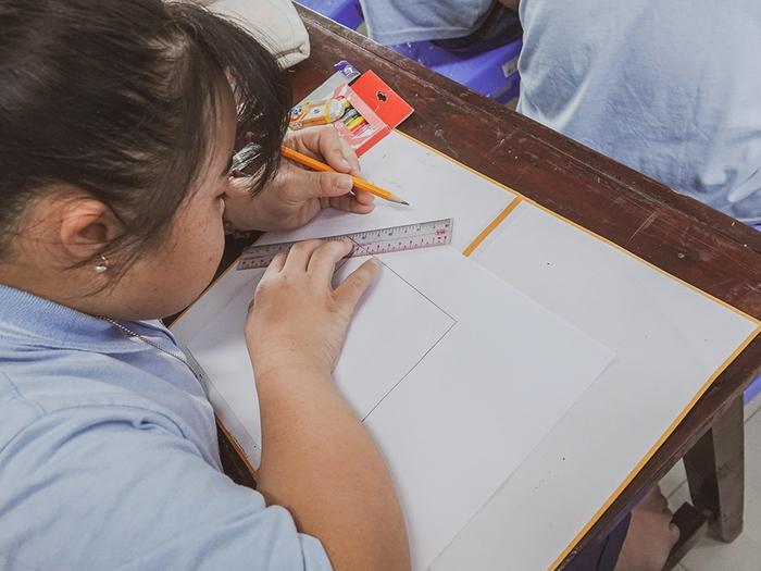 Khả Ngân, Quốc Anh mang niềm vui đến lớp học của những em nhỏ đặc biệt  - Ảnh 3.