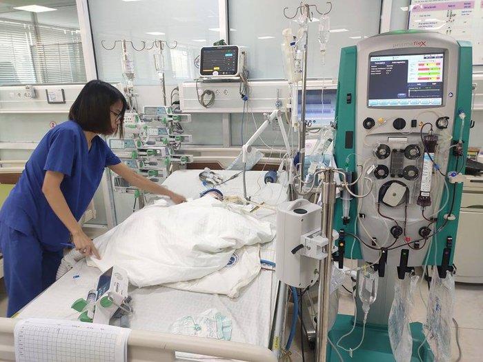 Bé 9 tháng tuổi ngừng tim 3 lần vẫn được cứu sống - Ảnh 1.