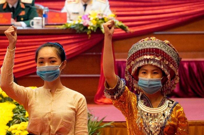 Những nữ đại biểu của dân tộc ít người dạo gót sen, bước khoan thai giữa lòng Hà Nội - Ảnh 13.