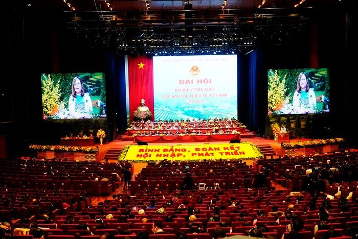 Những nữ đại biểu của dân tộc ít người dạo gót sen, bước khoan thai giữa lòng Hà Nội - Ảnh 7.