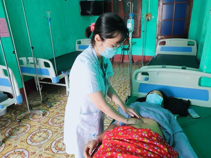 25 công nhân nhập viện cấp cứu do ngộ độc thực phẩm - Ảnh 1.