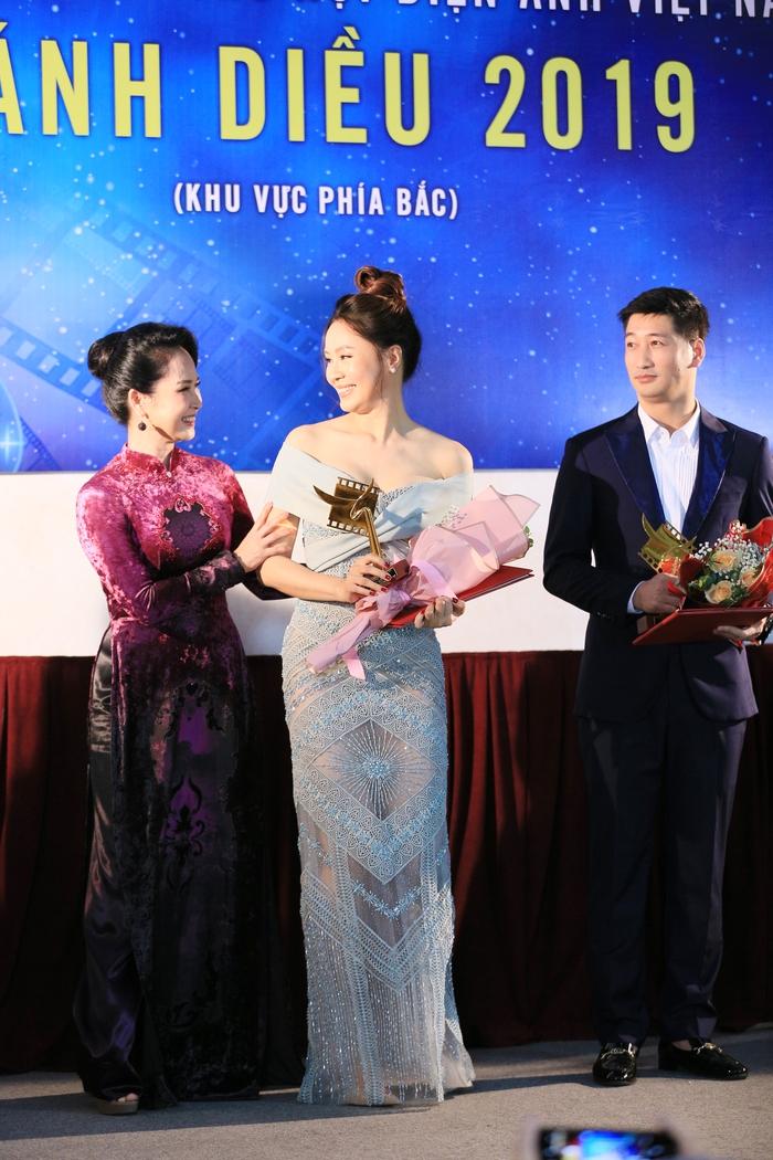 NSND Lan Hương diện áo dài quảng bá di sản Việt Nam - Ảnh 1.