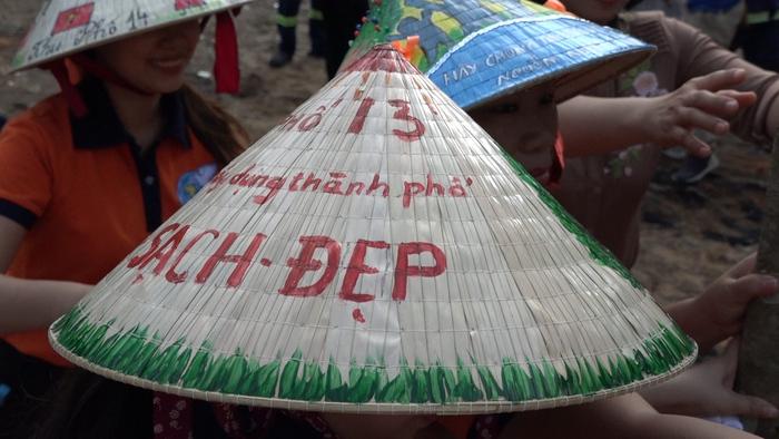 Tự tay thiết kế những chiếc nón lá, phụ nữ Gò vấp gửi thông điệp đến cộng đồng vì thành phố mang tên Bác xanh, sạch, đẹp