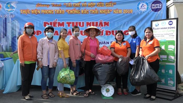 2 năm qua, phụ nữ Gò Vấp thu gom được gần 6.000 tấn vỏ hộp sữa giấy góp phần giảm thiểu rác thải gây ô nhiễm nặng